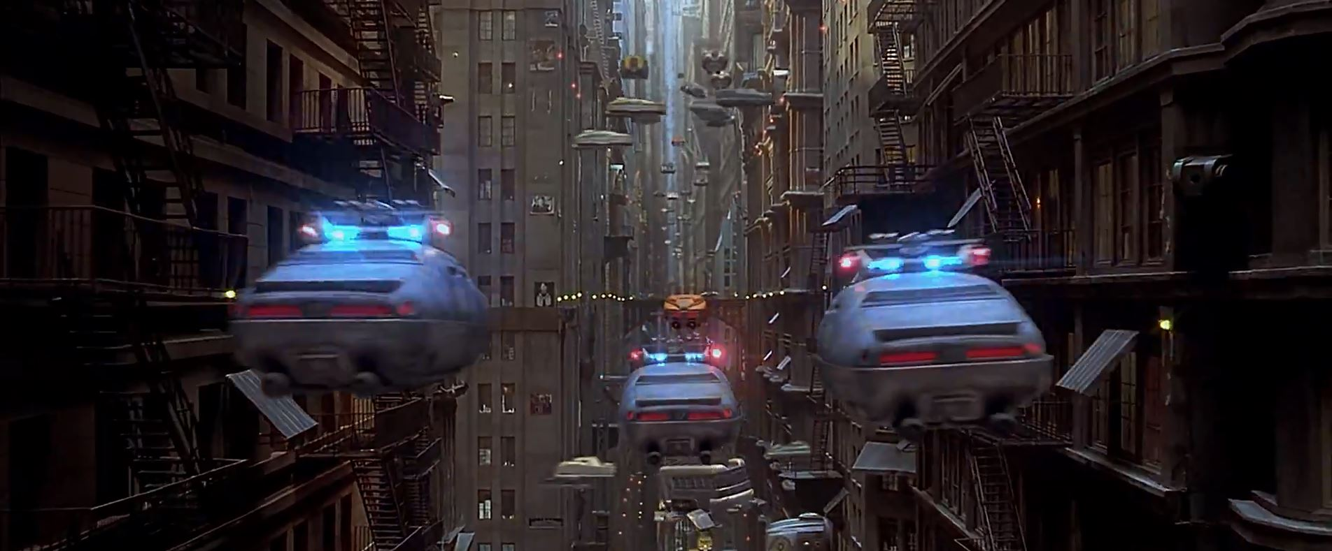 Police-chasing-Korben-Dallas-The-Fifth-Element